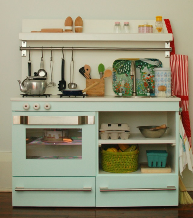 Play kitchens and alternatives to plastic play food