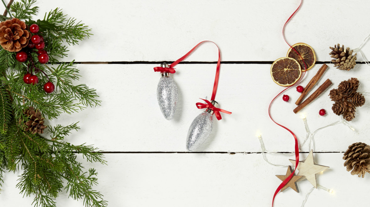 How to Make Christmas Baubles from Light Bulbs