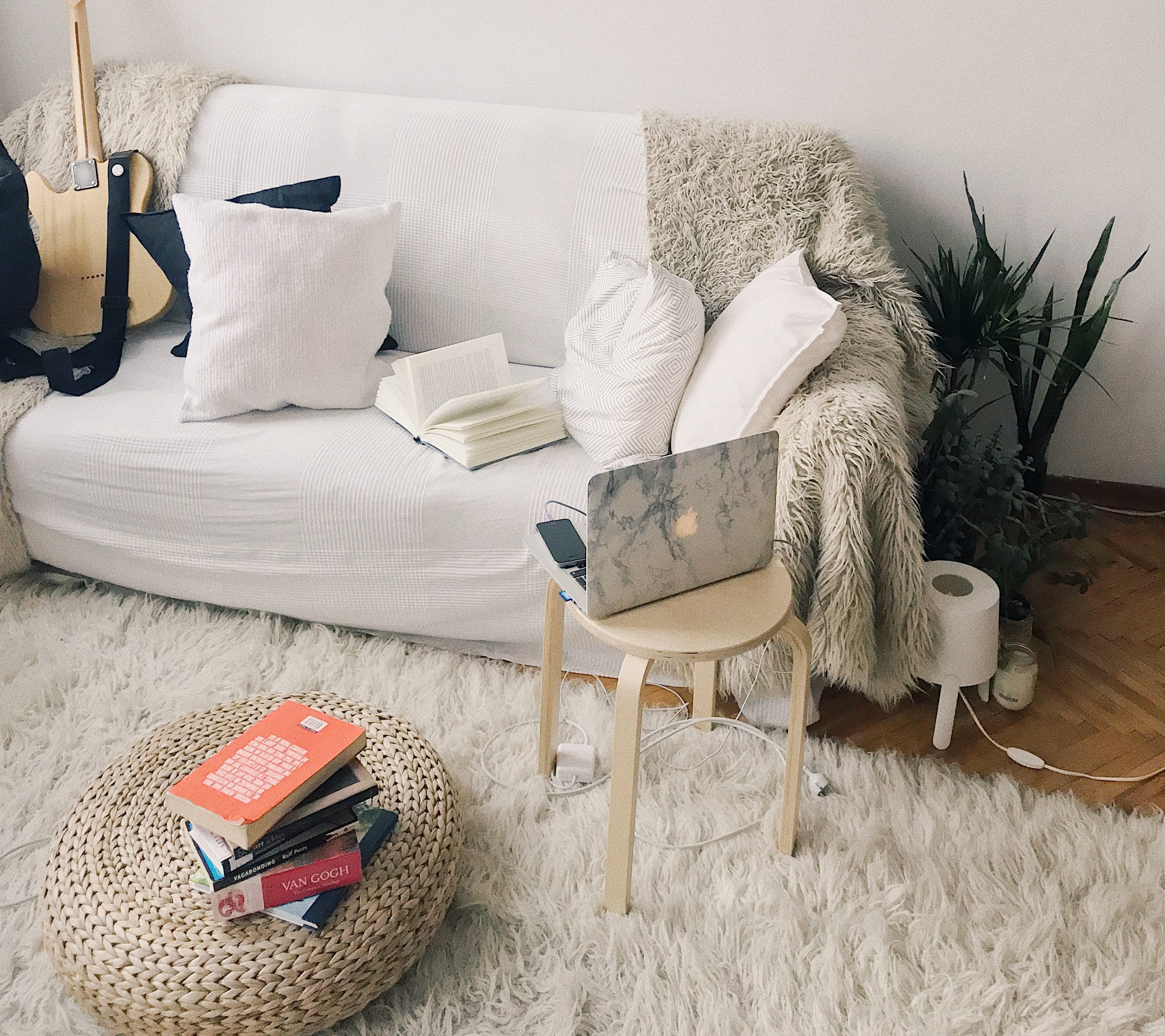 10 Tips For A Cosy Living Room On A Budget Preloved Uk