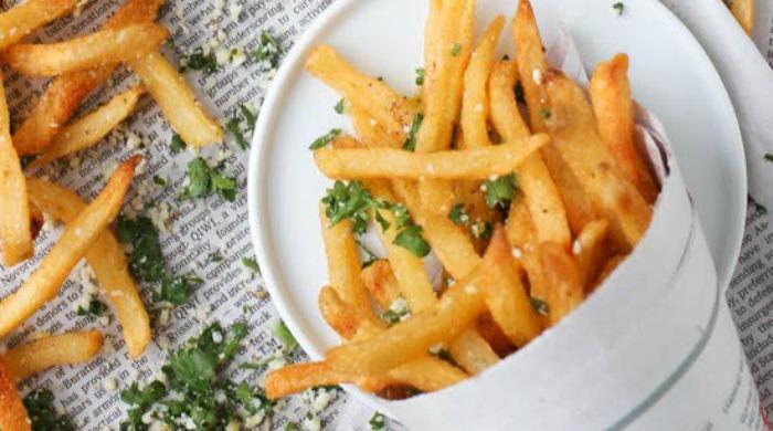 Fries with lemon and herb seasoning.