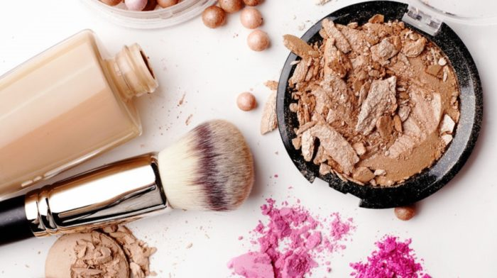 How to Clean Makeup Brushes Like a Professional