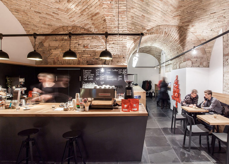 Cafe-in-Budapest-by-Spora-Architects