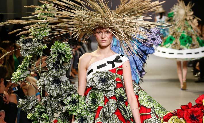 Viktor & Rolf Van Gogh Girls Haute Couture spring/summer 2015 © Team Peter Stigte