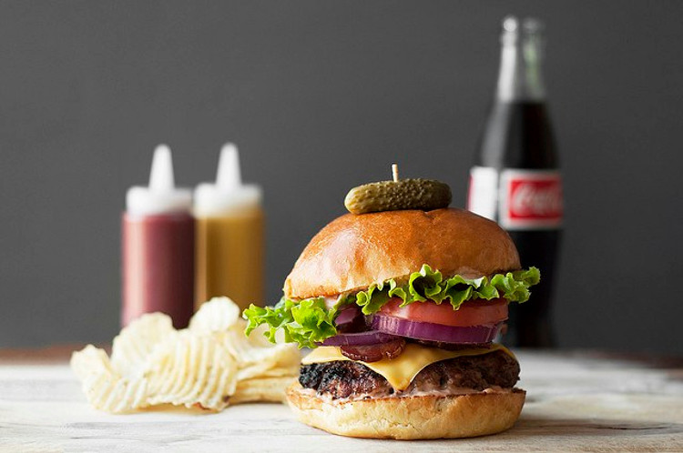 Classic-American-Recipes-Hamburger-Cheeseburger
