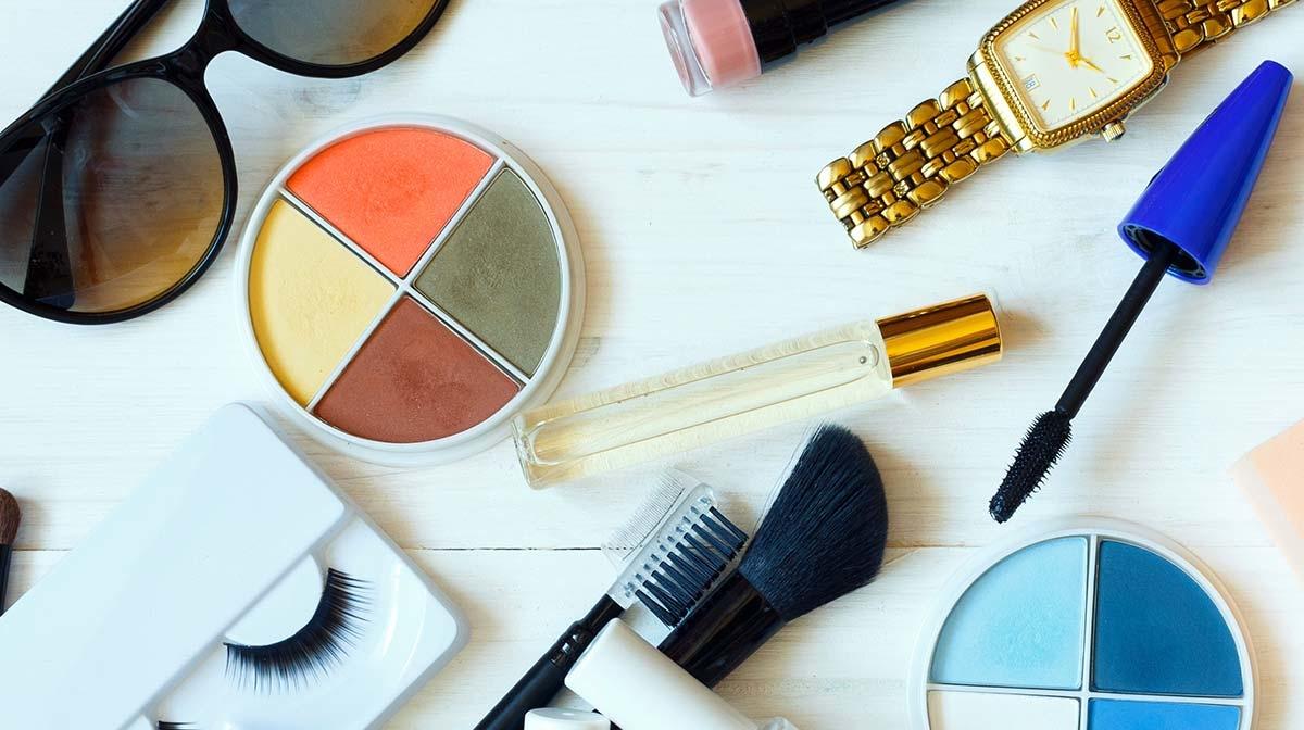 5 produits de beauté indispensables au sac à main