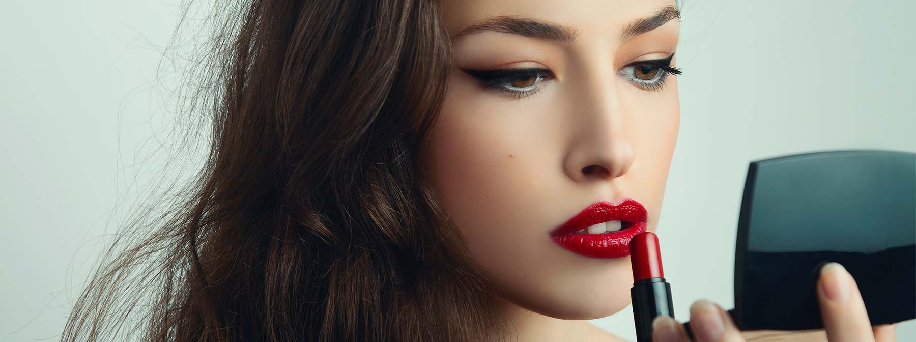 Passez d'un maquillage de jour à un look de soirée en 10mins