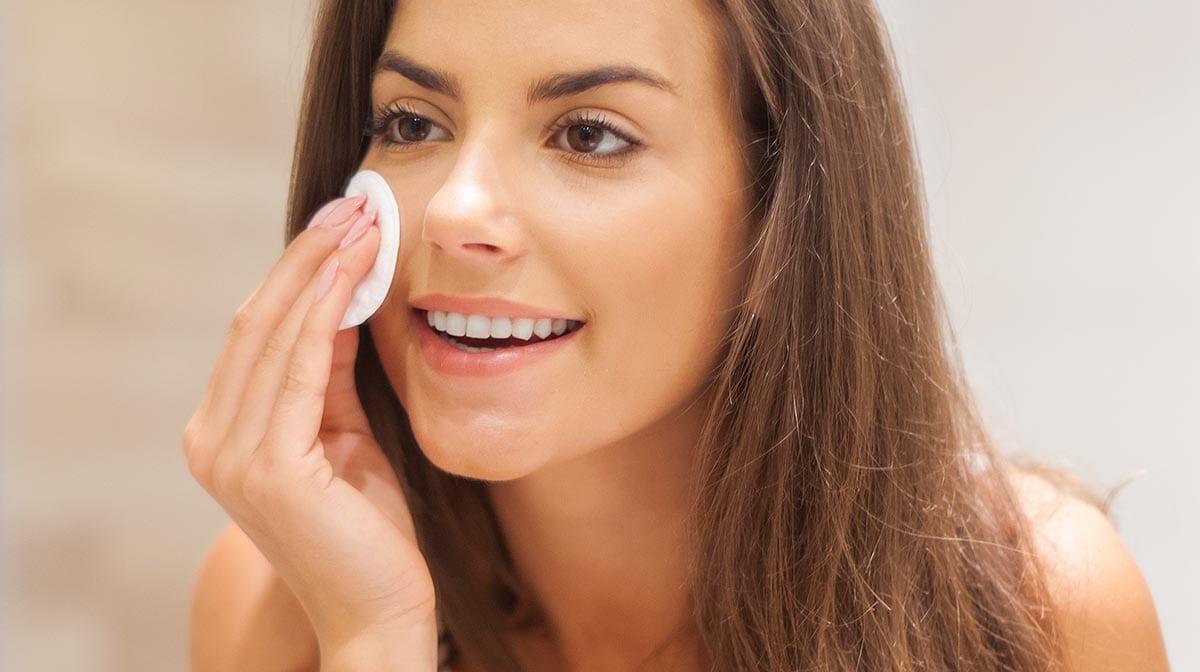 Quelle lotion tonique choisir selon votre type de peau ?