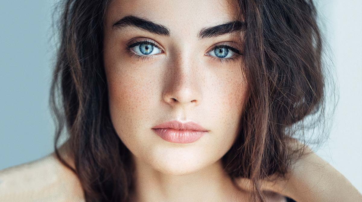 How to get Lily Collins Eyebrows