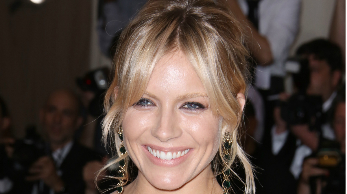 Nude Makeup With Sienna Miller