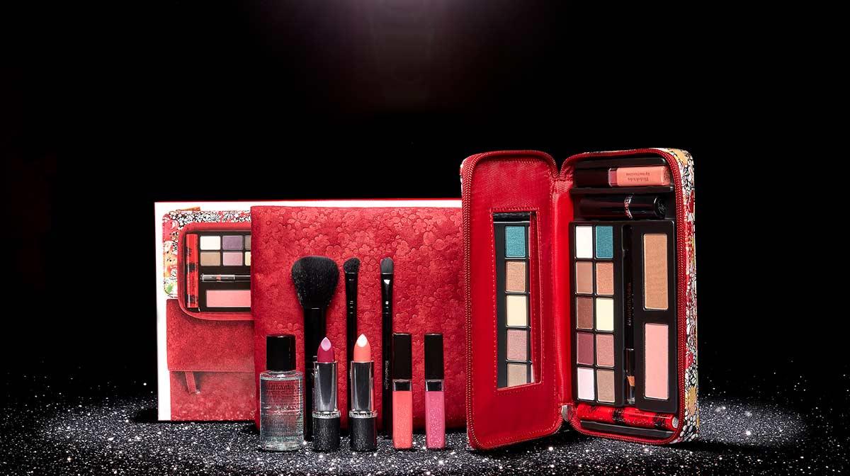 Beauty in the Spotlight: Elizabeth Arden Makeup on the Move Palette