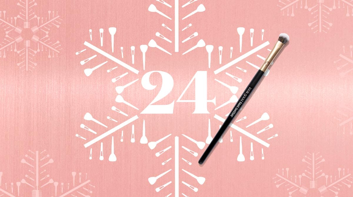 Winter Makeup: Day 24 – The Essential Makeup Brushes