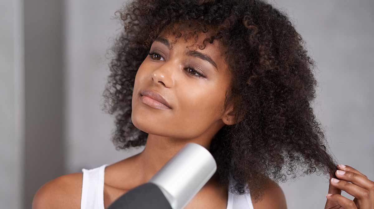 Heat Styling: All the Tips for Shiny, Healthy Hair