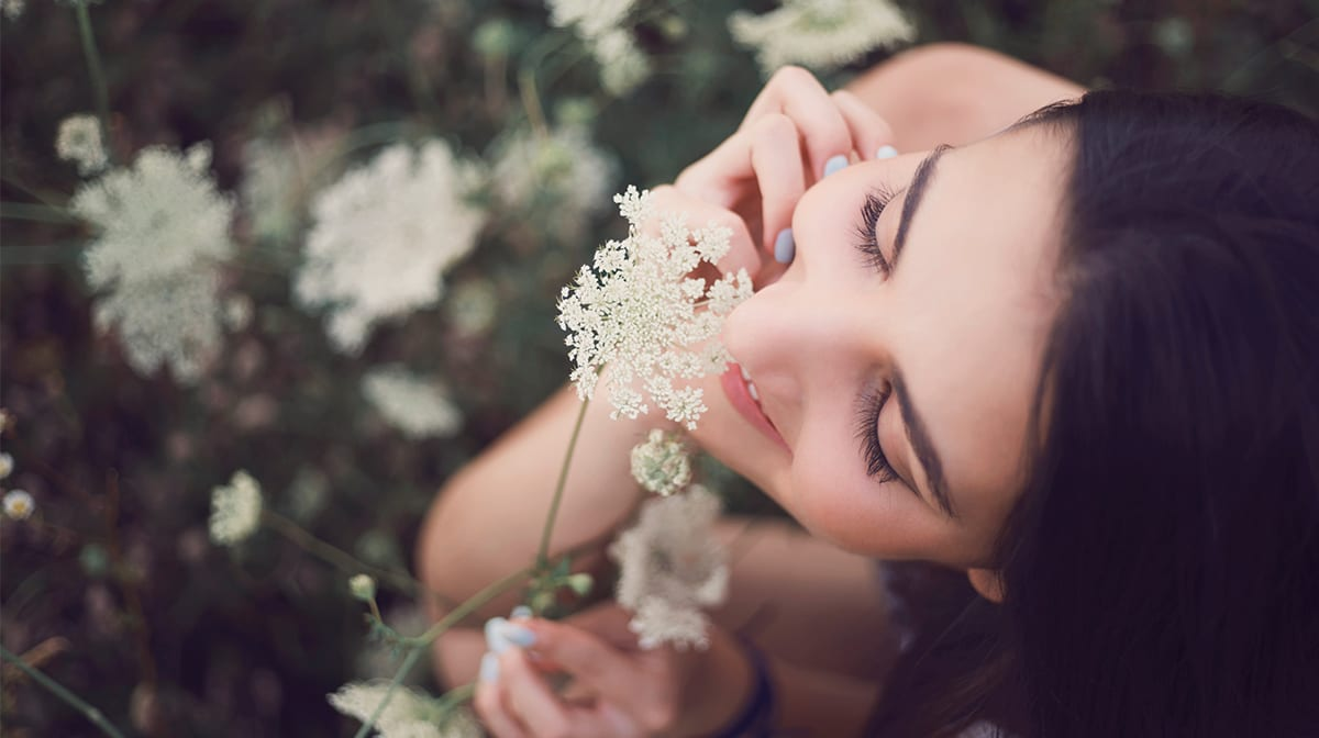 The Skincare Benefits of Aromatherapy Oils