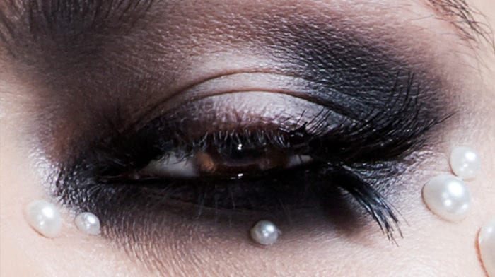 A Pearl Smokey Eye Look for Halloween with Illamasqua