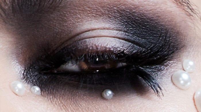 A Pearl Smokey Eye Look for Halloween with Illamasqua