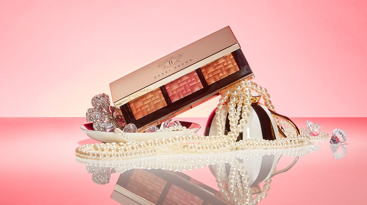 The Most Beautiful Highlighter Palette you have ever seen…
