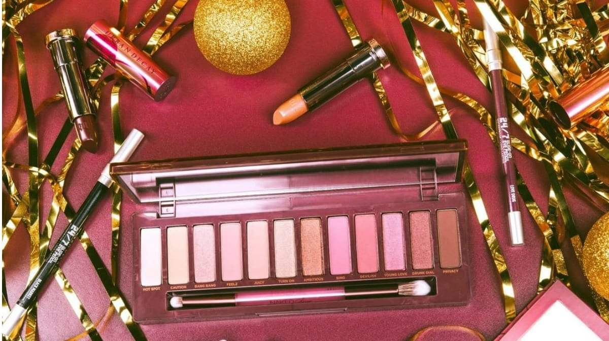 A festive look with the Urban Decay Naked Cherry Palette
