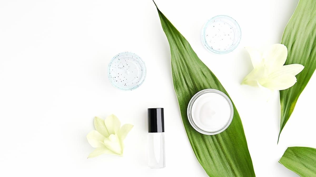 ¿Deberías estar usando hamamelis para combatir el acné?