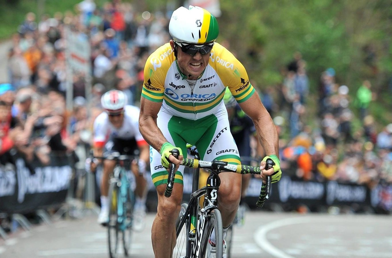 Simon gerrans in the australian elite road champions jersey on the cauberg in the amstel gold race