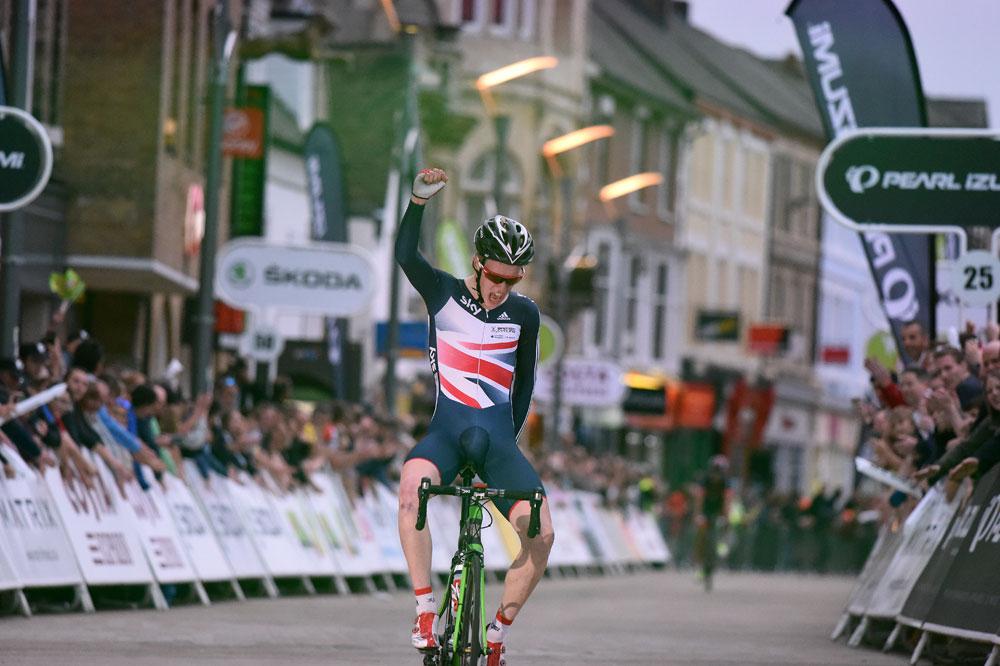 Matt Gibson winning the Peterborough round of the Tour Series as a Junior.