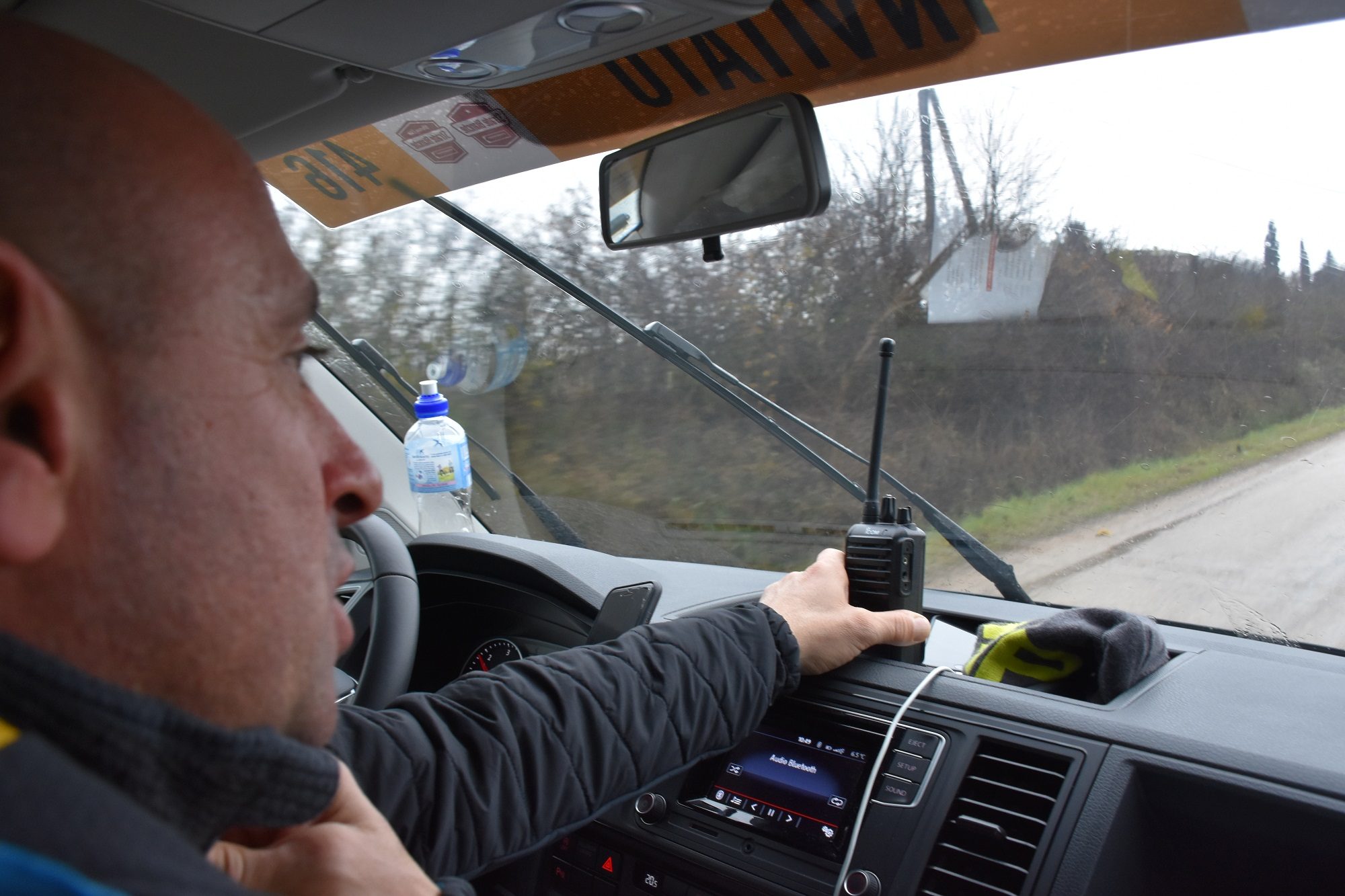 paolo bettini guiding the way in the car