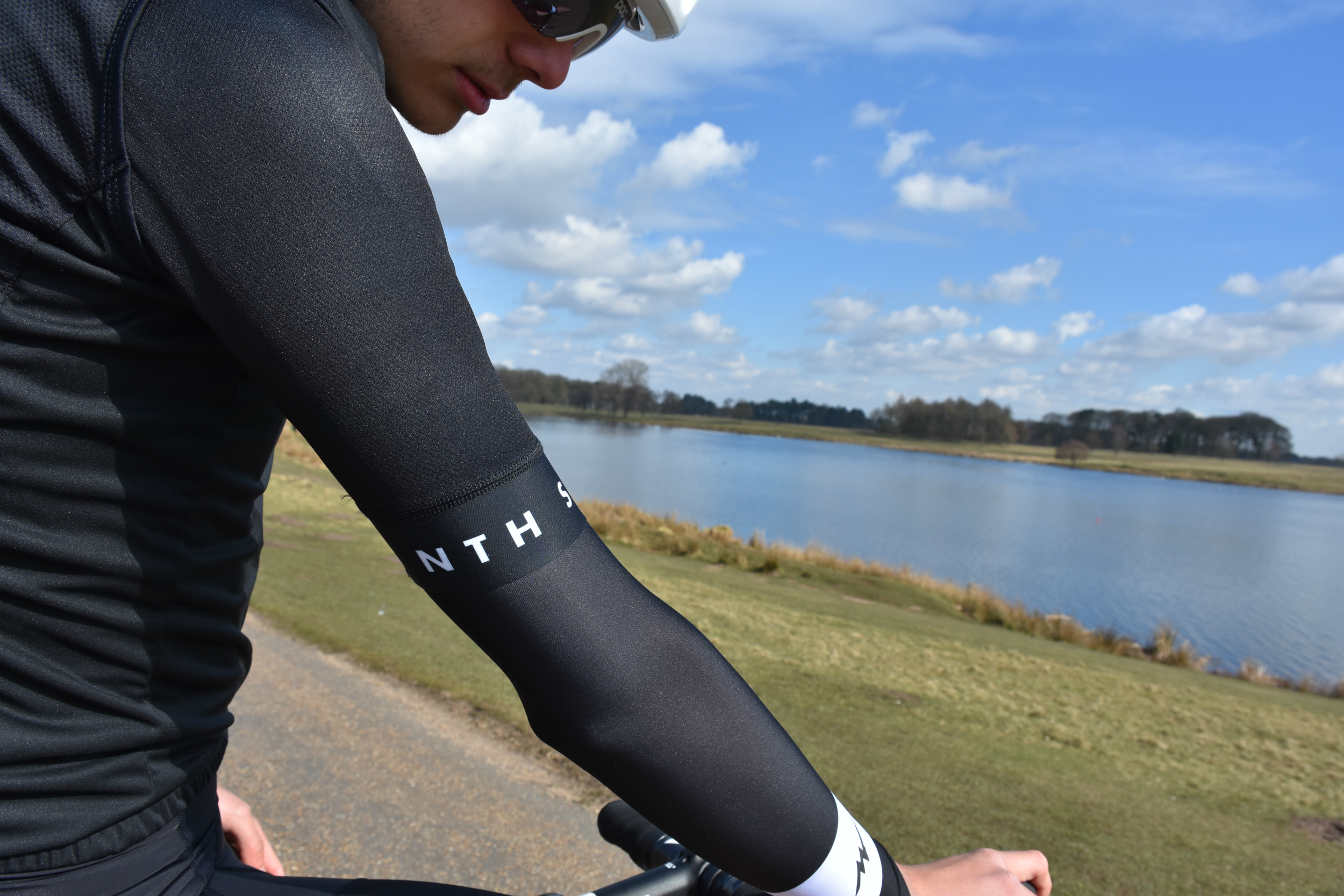 the morvelo stealth nth series arm screens and jersey sleeve