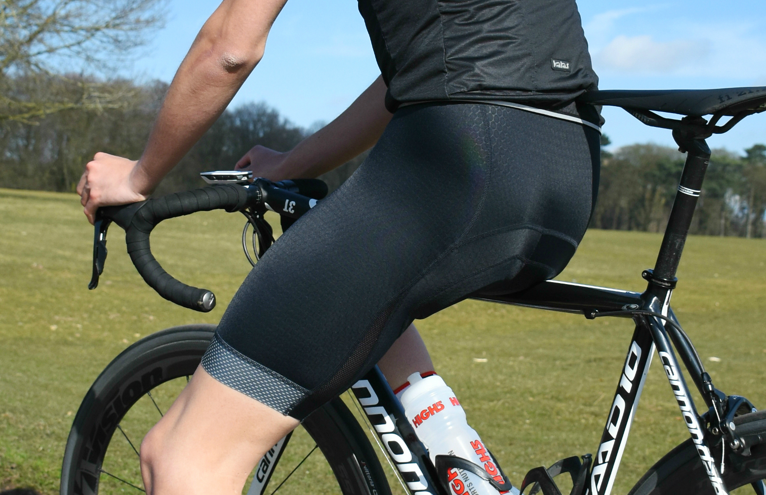 another close-up of a cyclist wearing kalas passion bib-shorts