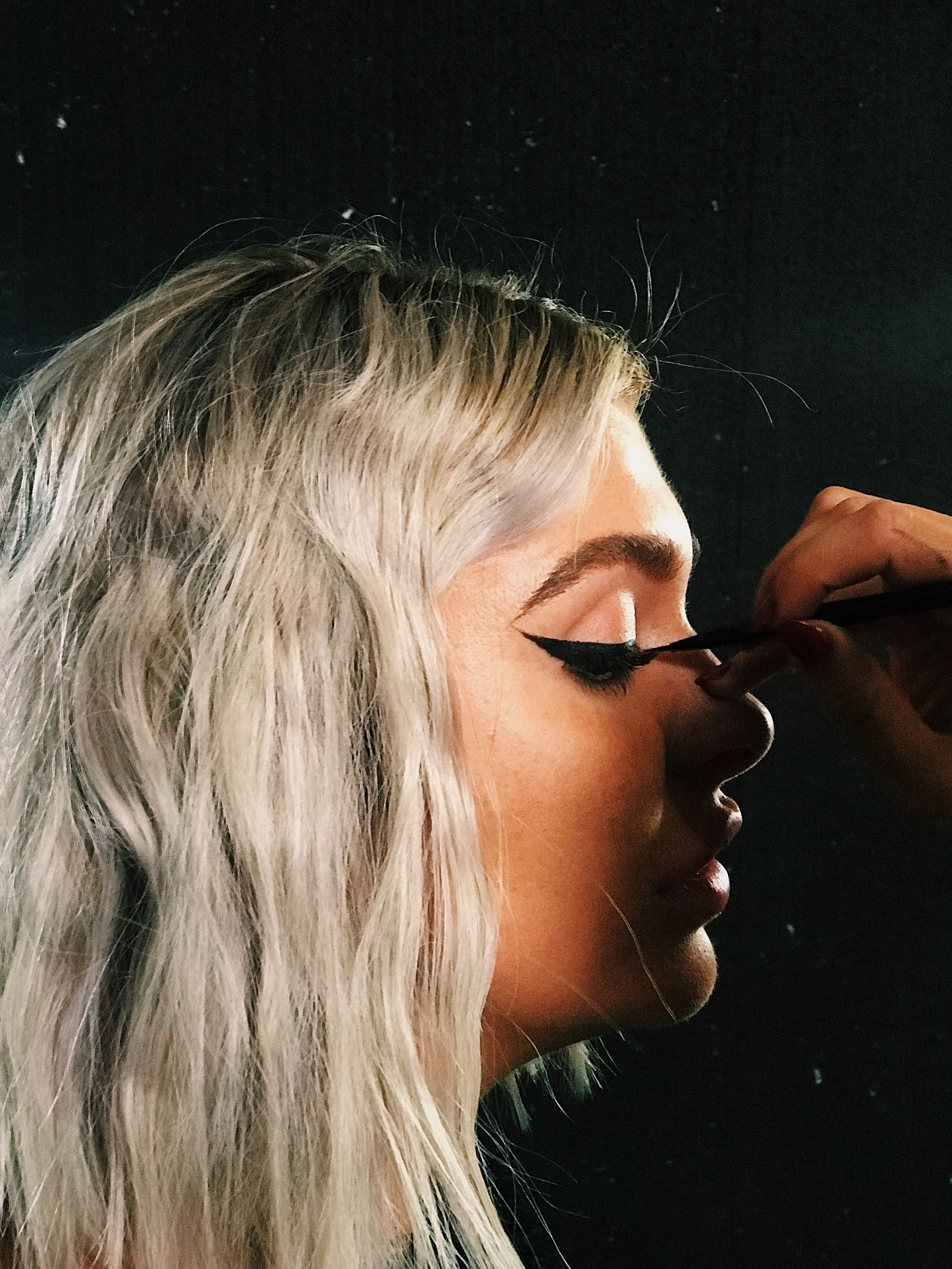 How to do Winged Eyeliner Cat Makeup | HQhair Blog