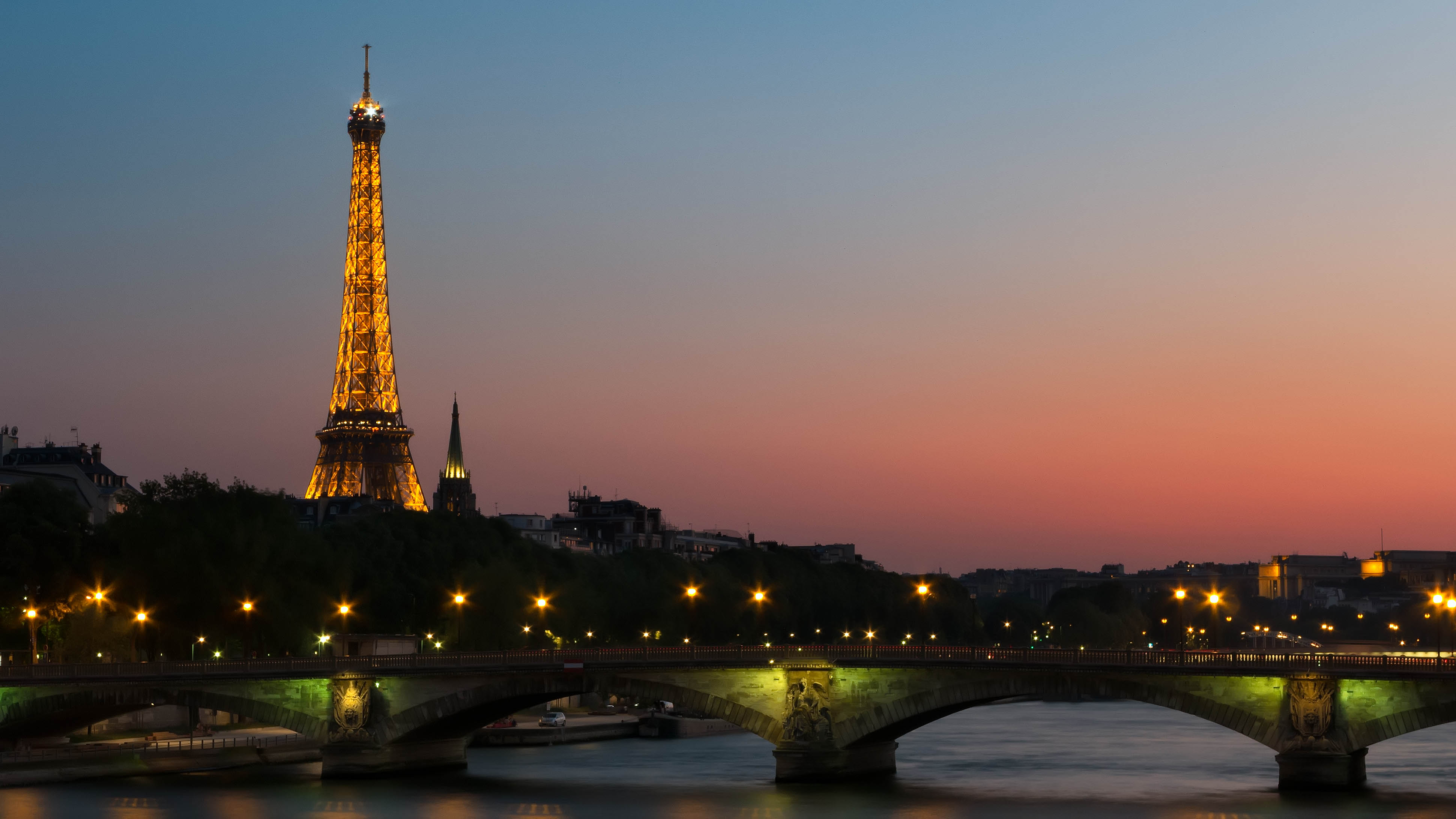 eiffel tower early morning from the seine