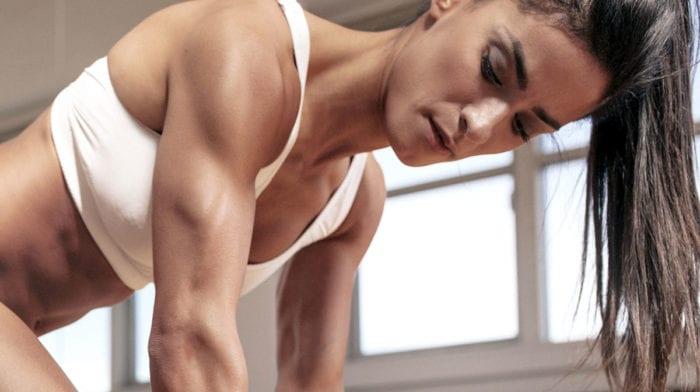 Γυμναστική στο σπίτι για μυϊκή ανάπτυξη
