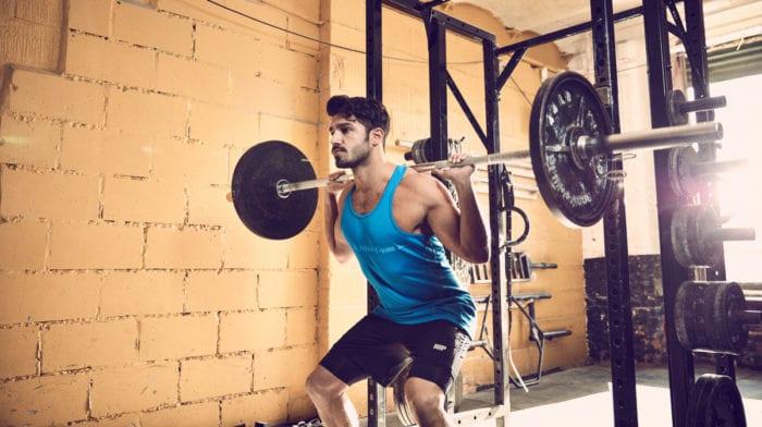 Πρωϊνή προπόνηση με βάρη στο γυμναστήριο