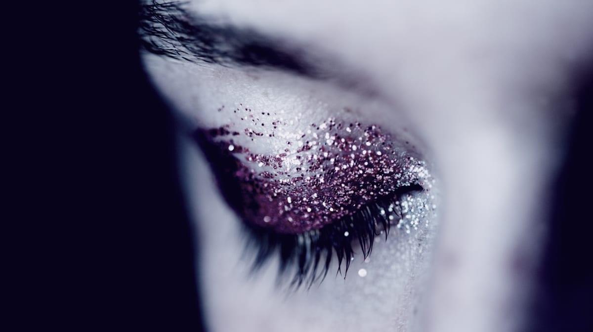 Make-Up Produkte für einen Zombie und Vampir Halloween-Look