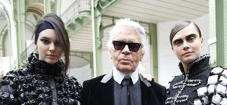 267F397D00000578-2987822-Dream_team_Chanel_designer_Karl_Lagerfeld_posed_with_Kendall_and-a-43_1425990016470
