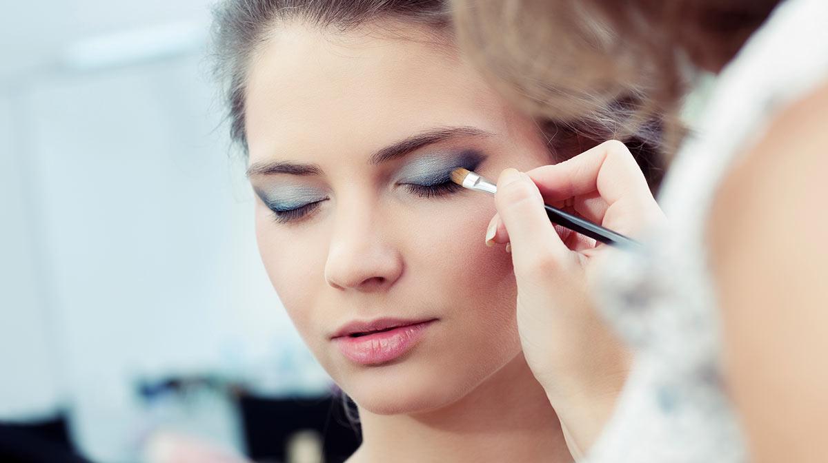 make up for big eyes