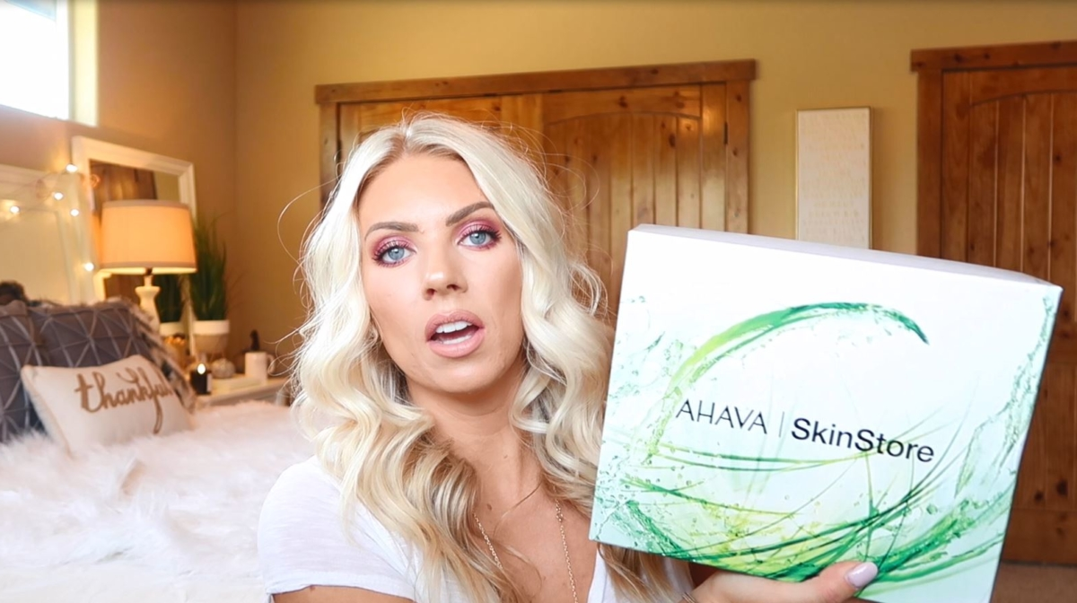 Samantha Schuerman Unboxes the SkinStore X AHAVA Box