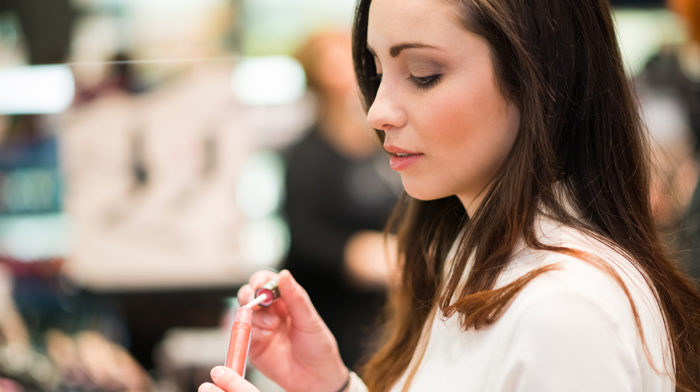 3 Safety Tips for Cosmetic Shoppers Doing a Makeup Test