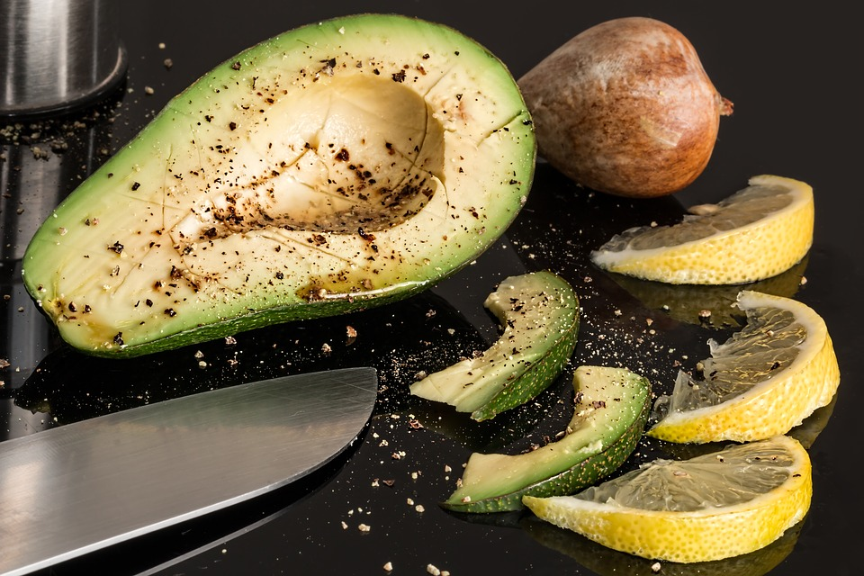 Kohlenhydratarme Avocado Garnelen Zoodles