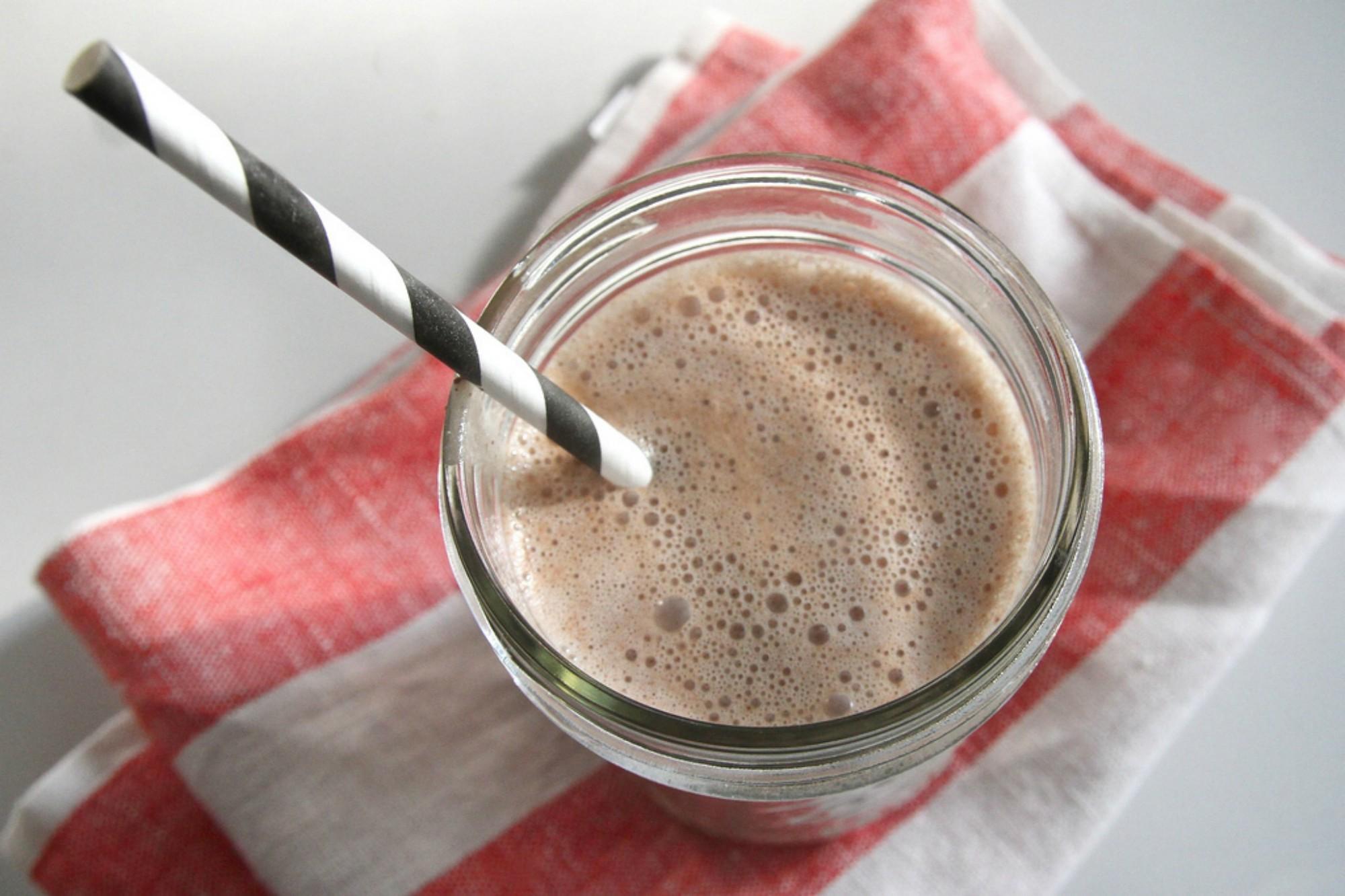 leckerer proteinreicher Mocha latte Smoothie