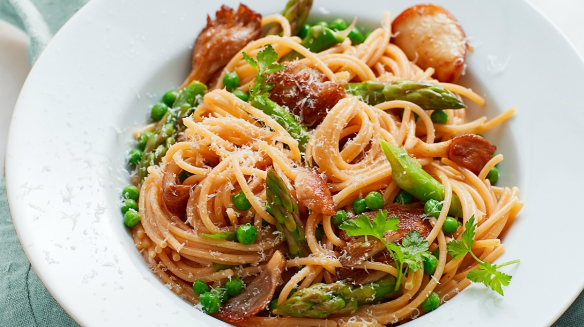 Spring eBook Recipe | Spaghetti with fresh peas and asparagus