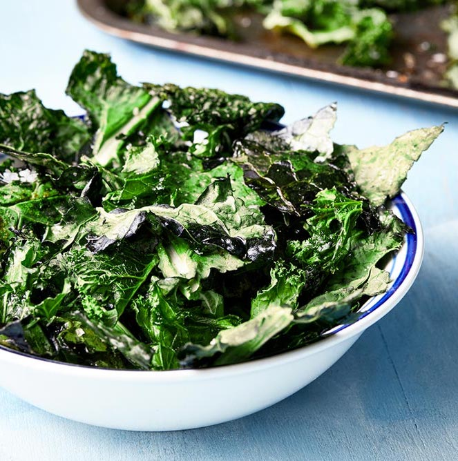 crispy kale crisps - low-carb 200 calorie recipe snack option