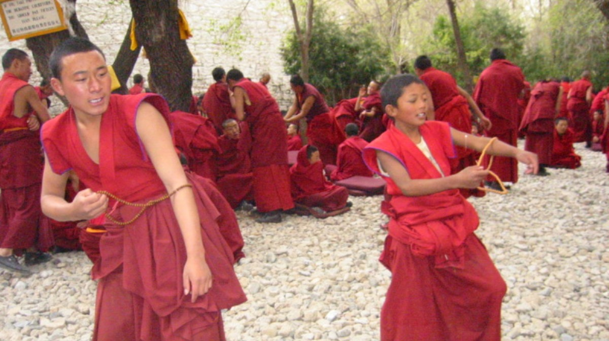 Young_monks_of_Drepung