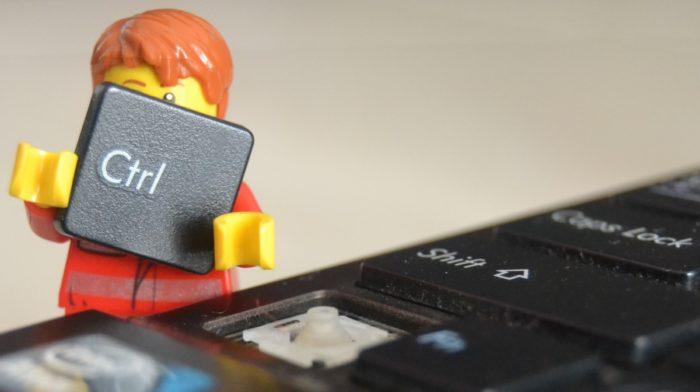 5 oddly satisfying GIFs of smashed Lego