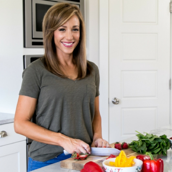 Lisa Cutting Vegetables For Her 7 Day Eat Real Challenge