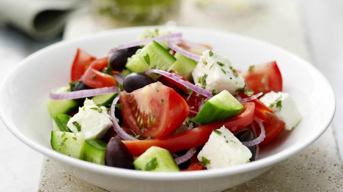 Insalata Greca con Feta e Olive