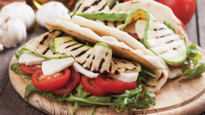 Piadina Vegetariana con Verdure e Mozzarella