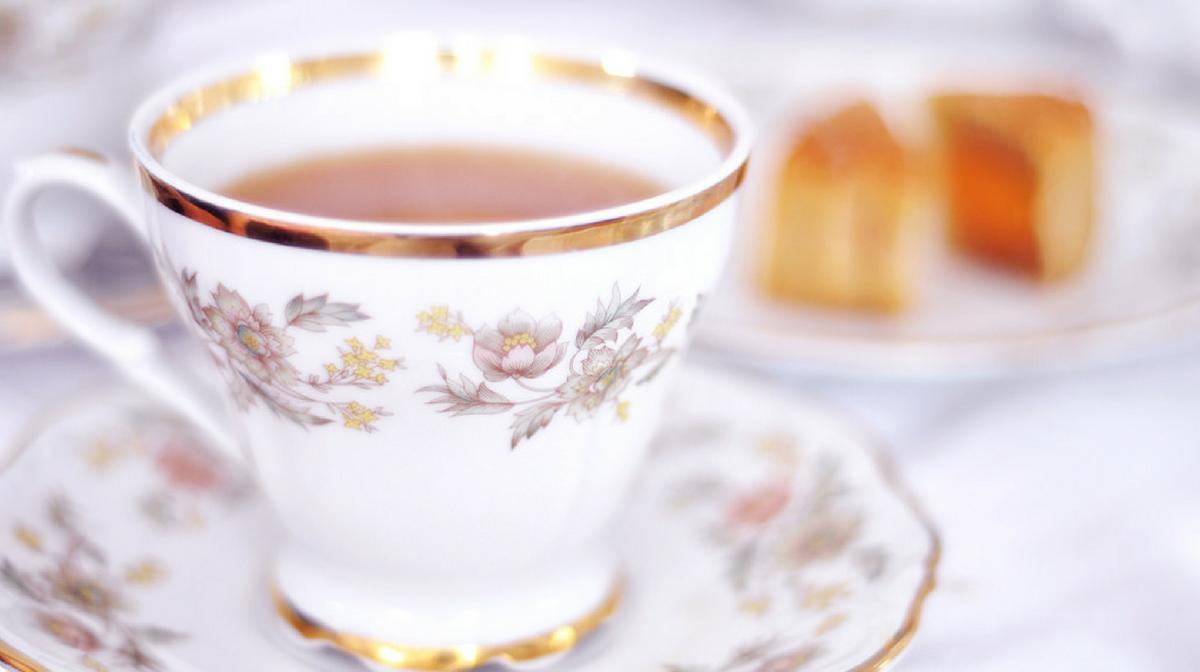 Una tazza di tè può essere la soluzione se non sapete cosa mangiare a merenda