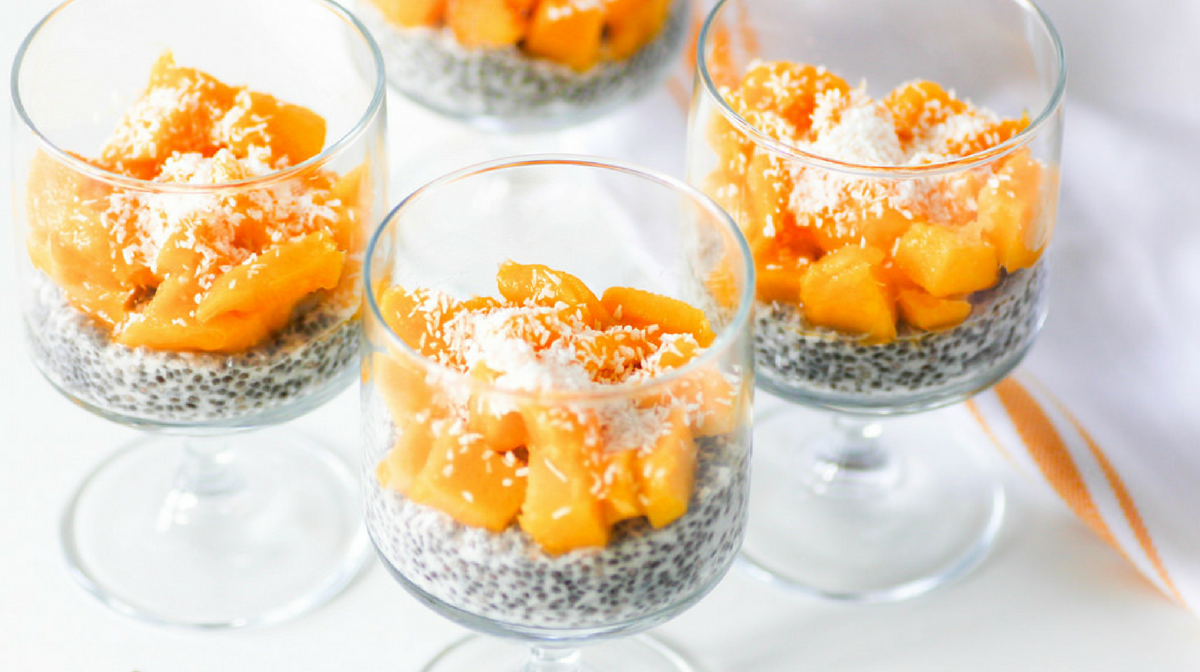Tre budini di semi di chia e mango: uno snack dietetico delizioso