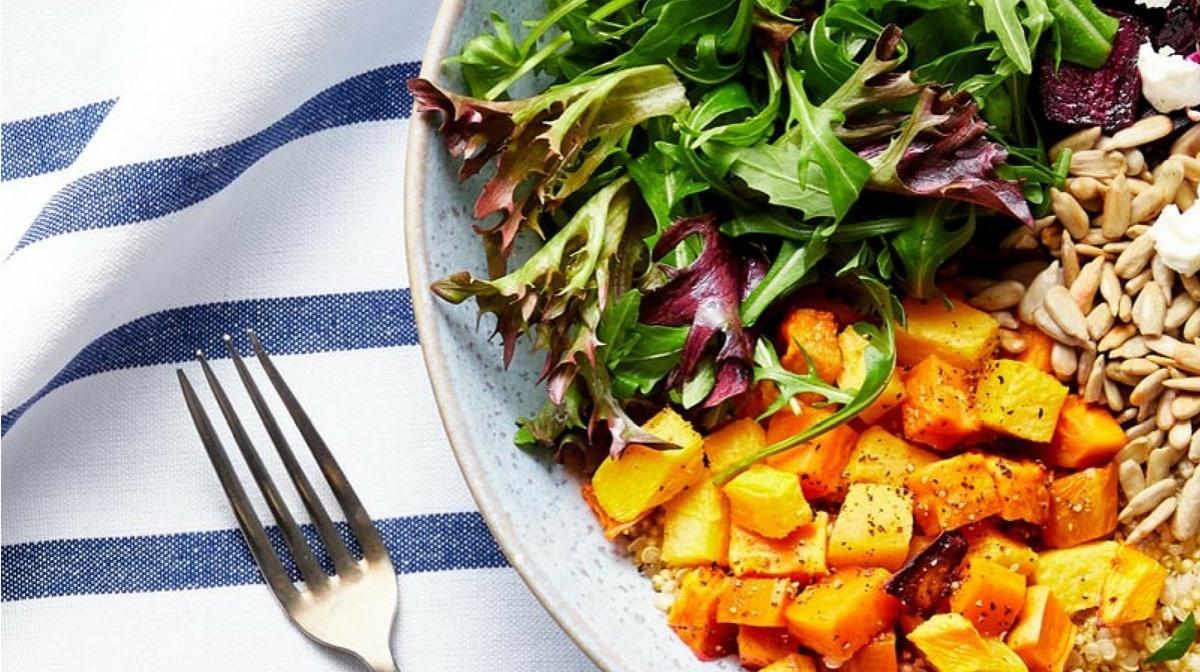 insalata di quinoa e verdure, alternativa migliore alla dieta depurativa