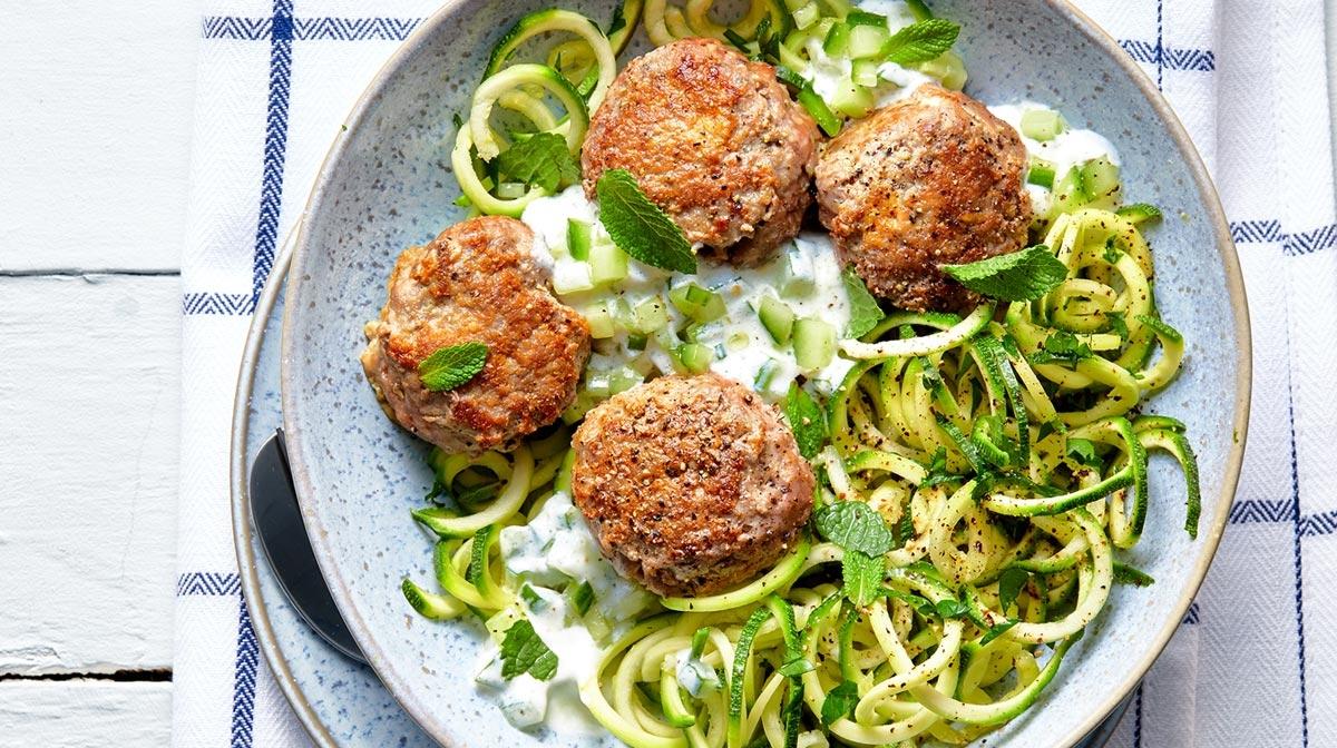 Spaghetti di zucchine con polpette di agnello