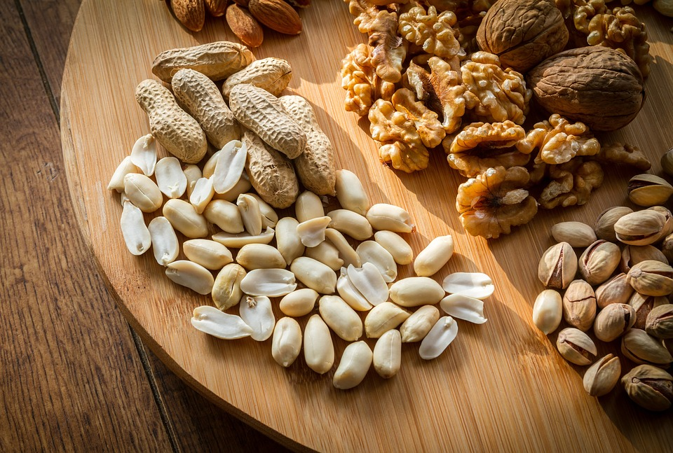 los frutos secos contienen grasas buenas que favorecen una saludable pérdida de peso